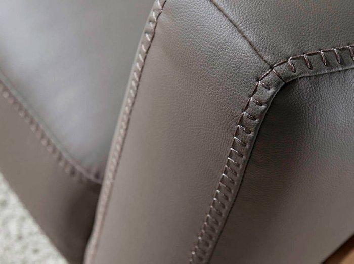 Диван трехместный серо-коричневого цвета