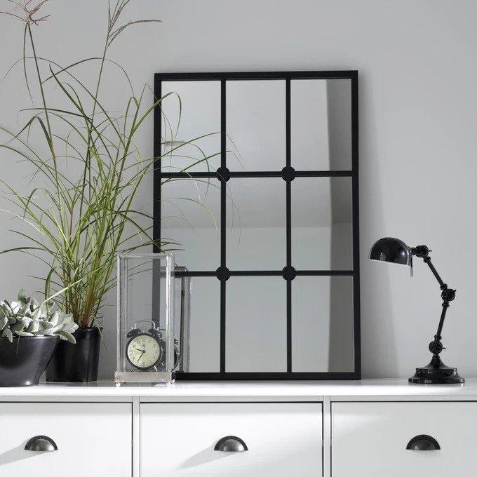 Настенное зеркало Lenaig в металлической раме черного цвета
