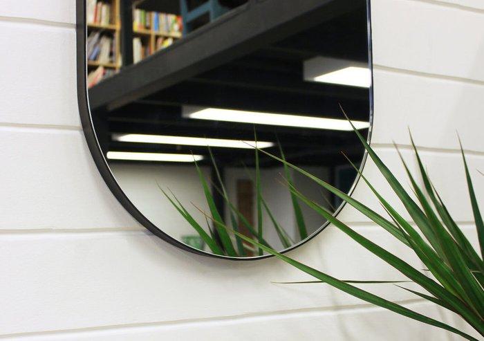 Овальное настенное зеркало Gralta в раме черного цвета
