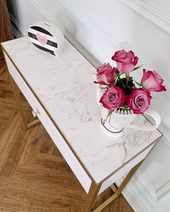 Консоль с мраморной столешницей и ящиком белого цвета