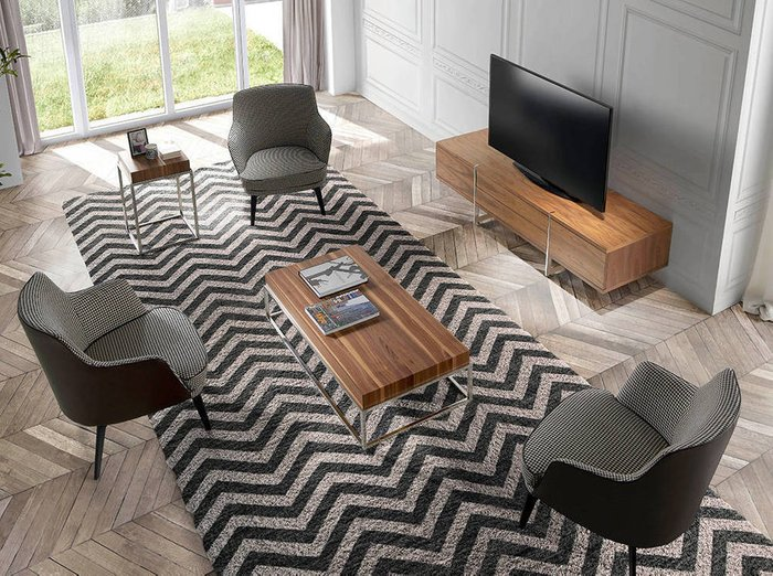 Кресло с обивкой из ткани черно-белого цвета