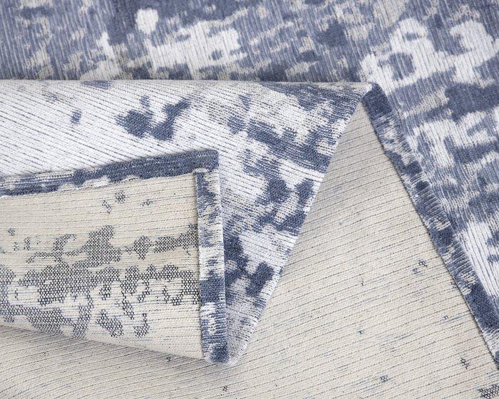Ковер Elza Script серо-голубого цвета 135х200