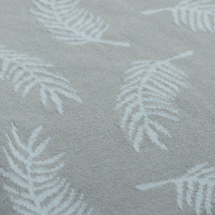 Плед вязаный Wild с авторским принтом Fleshy Leaves серого цвета 130х180