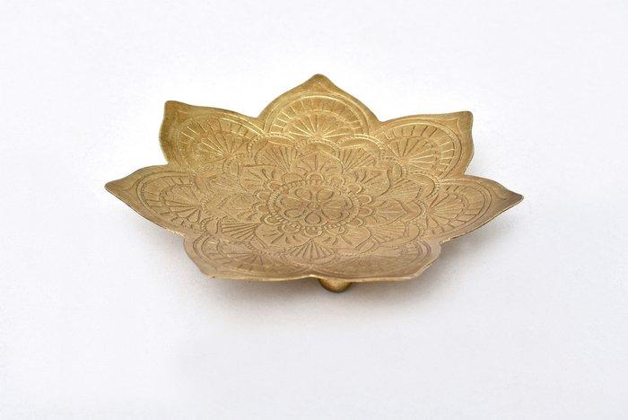 Металлическое блюдце M в форме цветка бронзового цвета