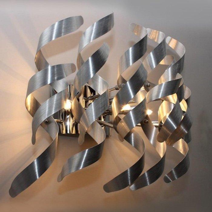 Настенный светильник Illuminati из множества стружек-завитков из алюминия