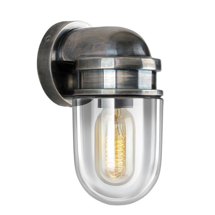 Настенный уличный светильник серебряного цвета