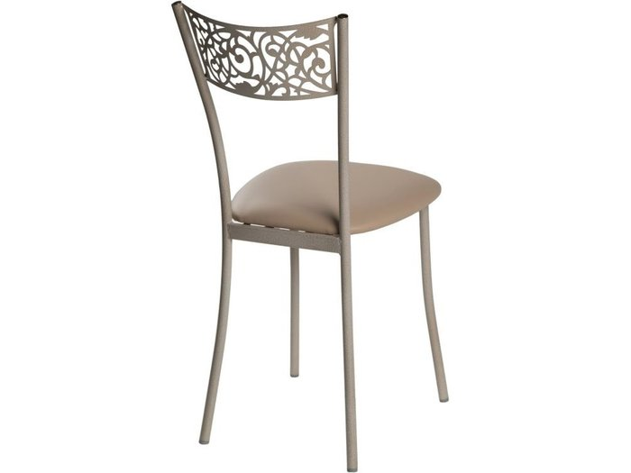Обеденная группа из стола и четырех стульев бежевого цвета