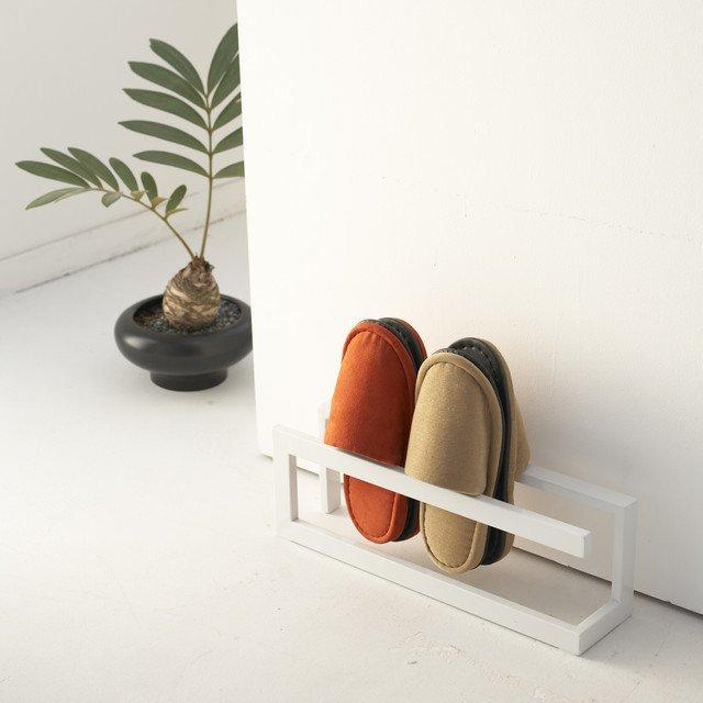 Подставка для хранения тапочек Line белого цвета