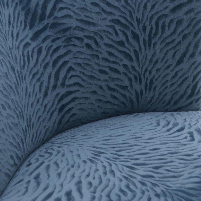Кресло синего цвета