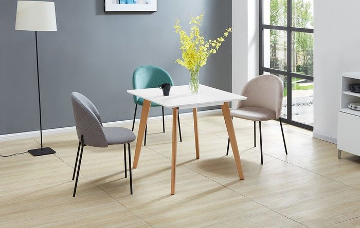 Обеденный стол с белой столешницей
