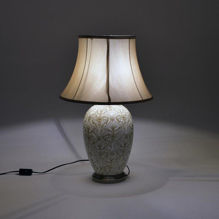 Лампа настольная бежево-золотого цвета