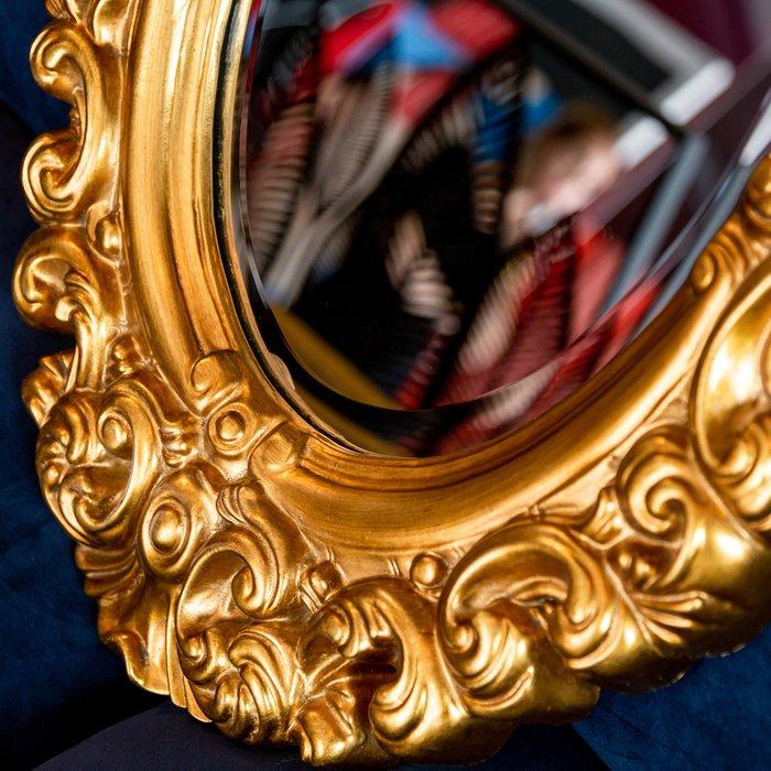 Настенное зеркало Леон золотого цвета