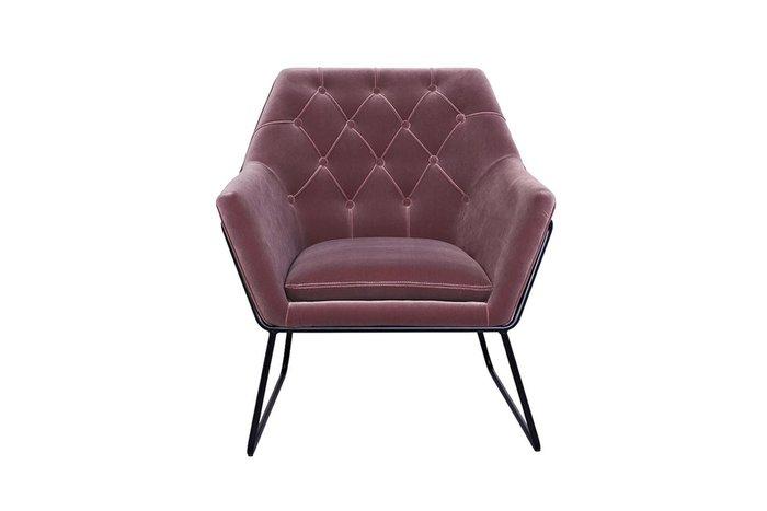 Кресло пепельно-розового цвета на металлических ножках