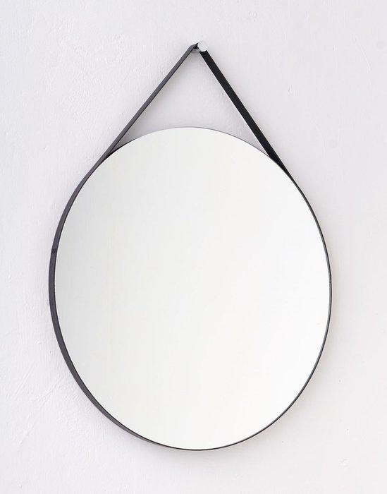Круглое настенное зеркало диаметр 62 в ремне из натуральной кожи