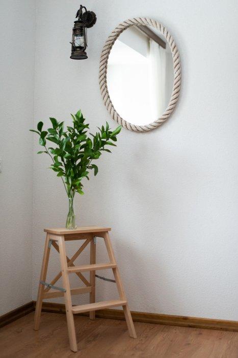Настеное зеркало в белом канате