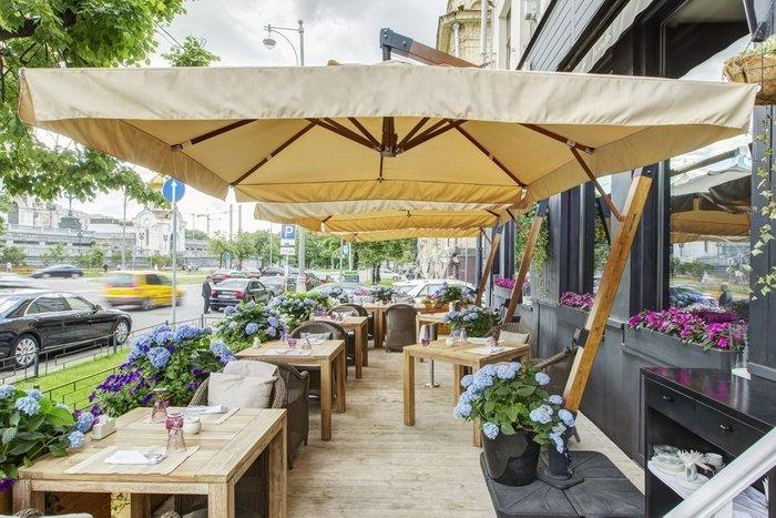 Зонт Ливорно на боковой деревянной опоре