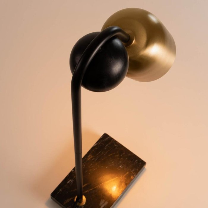 Настольная лампа Natsumi с золотым плафоном