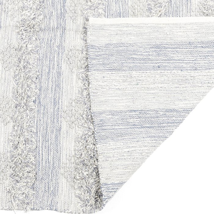 Ковер серо-голубого цвета