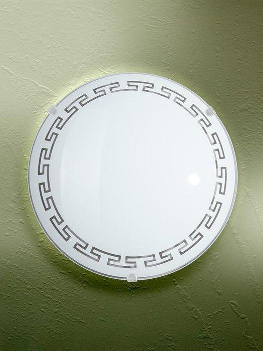 Настенно-потолочный светильник с плафоном из стекла белого цвета
