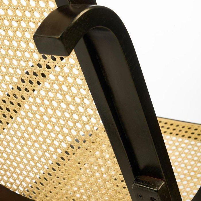 Кресло-качалка бежево-коричневого цвета