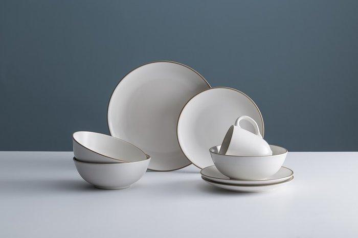 Набор обеденной посуды Classic кремового цвета