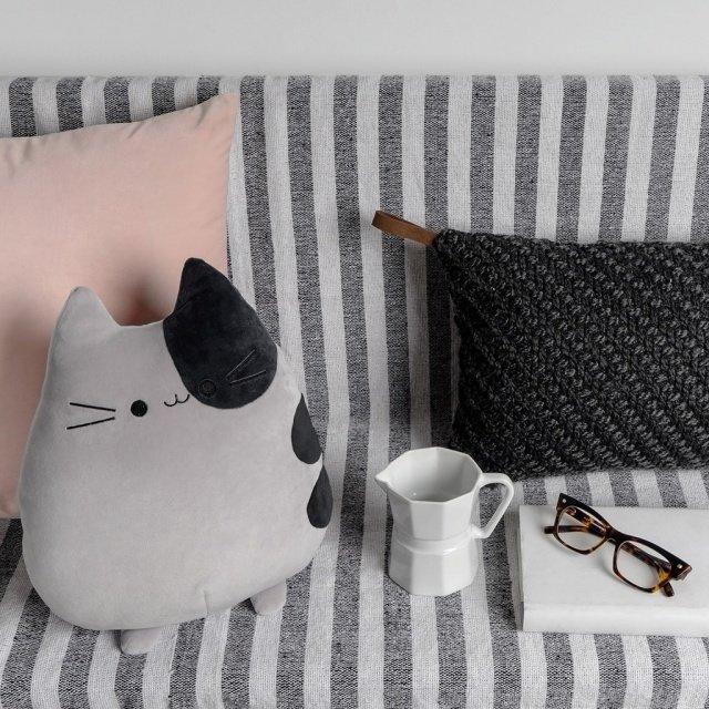 Подушка диванная Sweet Kitty серого цвета