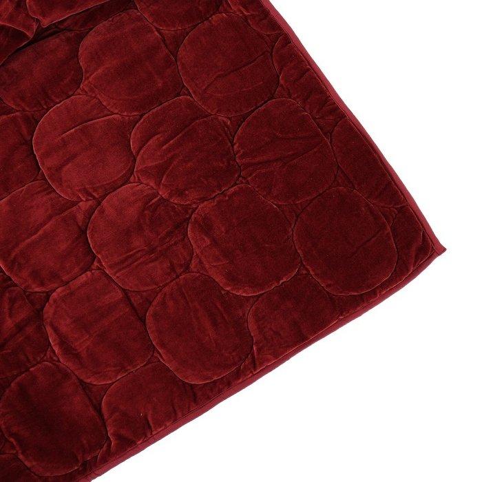 Покрывало стеганое бархатное Хвойное утро бордового цвета 250х270