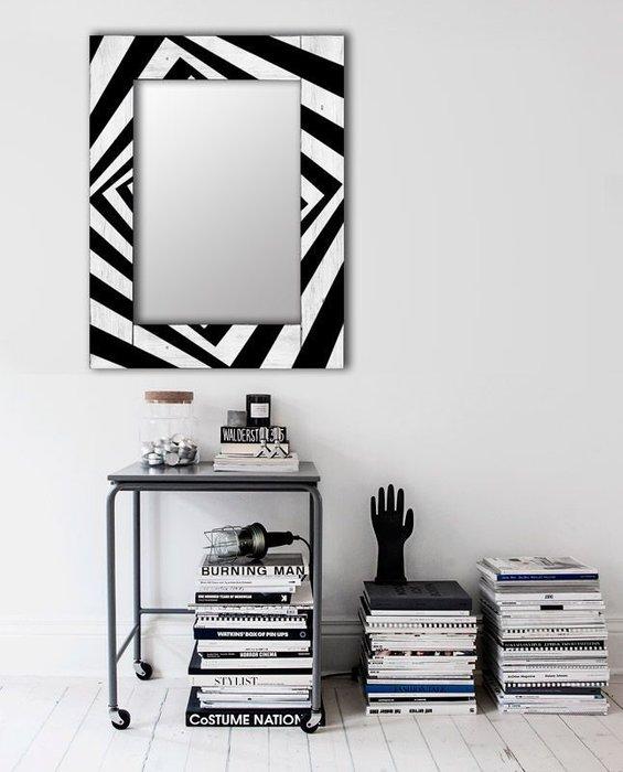 Настенное зеркало Бумеранг в раме из массива сосны 65х80