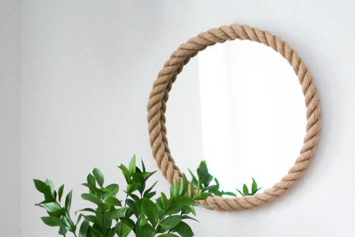 Настенное зеркало круглое в канате