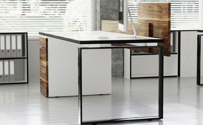 Рабочий стол для персонала с комбинированным фасадом и белой проставкой