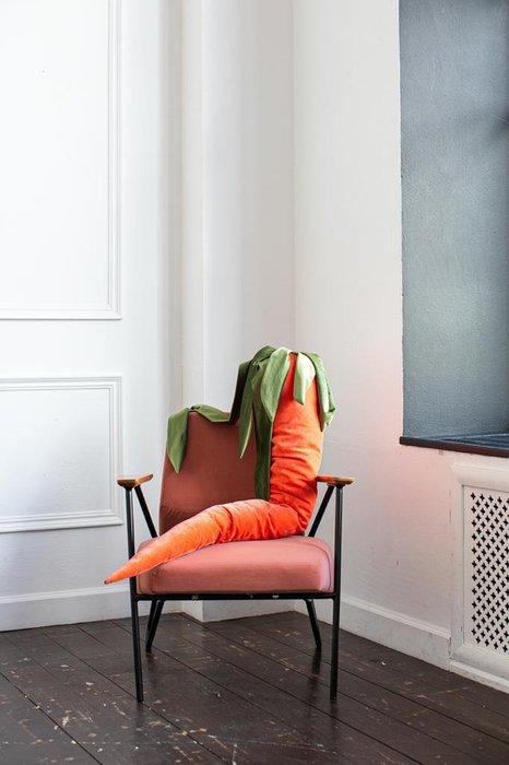 Набор из двух декоративных подушек-морковок
