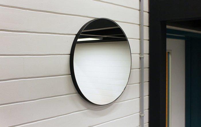Круглое настенное зеркало диаметр 53 в ремне из натуральной кожи