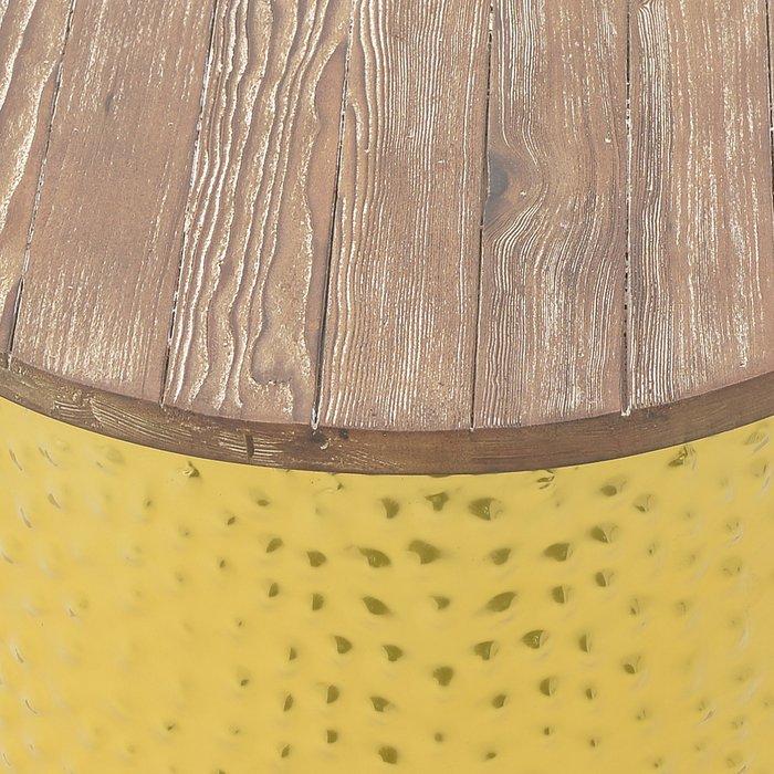 Стол-табурет с металлическим основанием золотого цвета