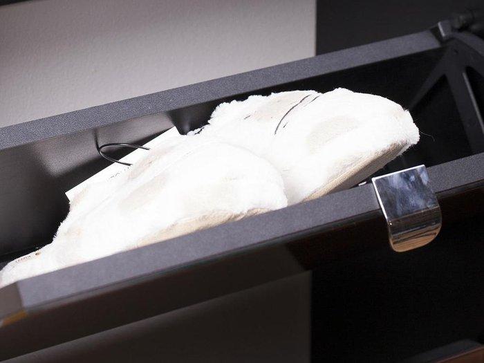 Шкаф для обуви Reggy 3 со стеклом на фасаде белого цвета