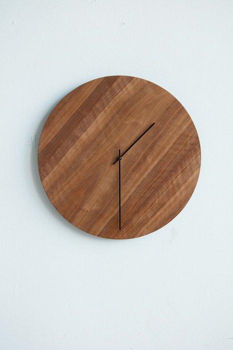 Настенные часы Nut коричневого цвета