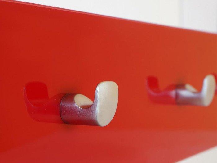 Вешалка Simple красного цвета