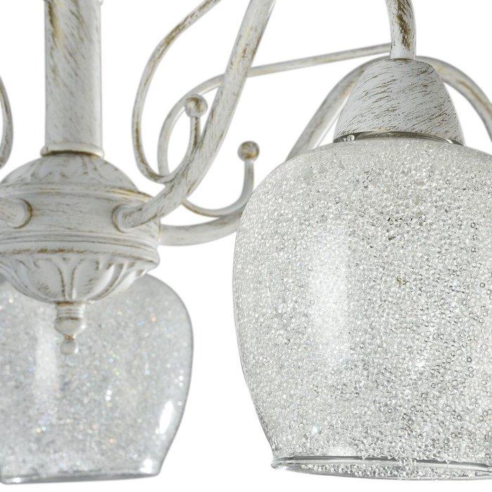Потолочная люстра с плафонами из стекла