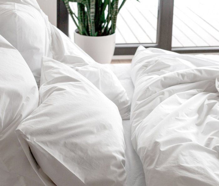 Комплект постельного белья белого цвета 180х215