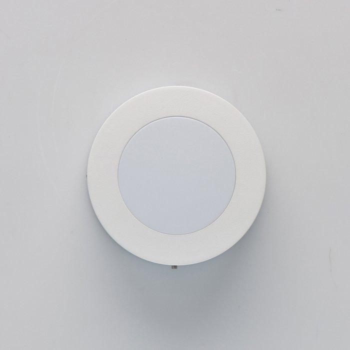 Уличный настенный светильник Меркурий белого цвета