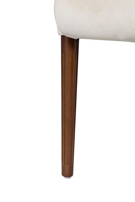 Кресло стеганое бежевого цвета
