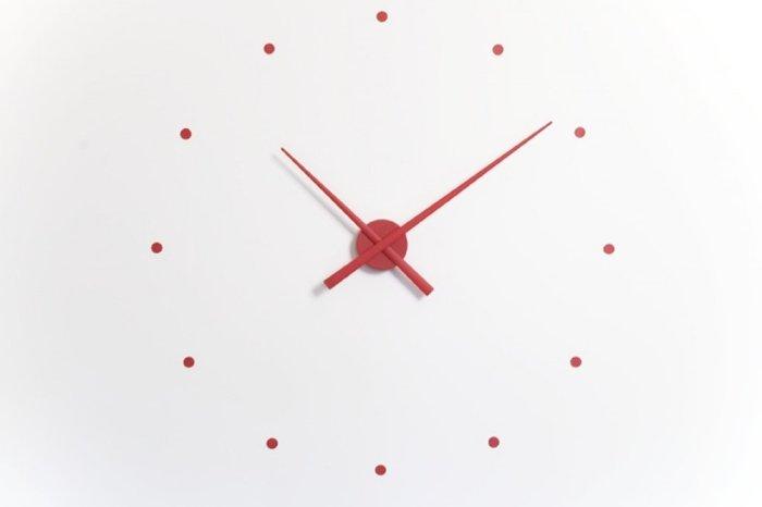 Настенные часы OJ Red из пластика красного цвета