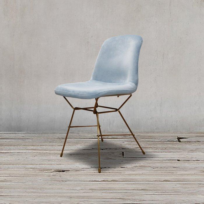 Полубарный стул голубого цвета