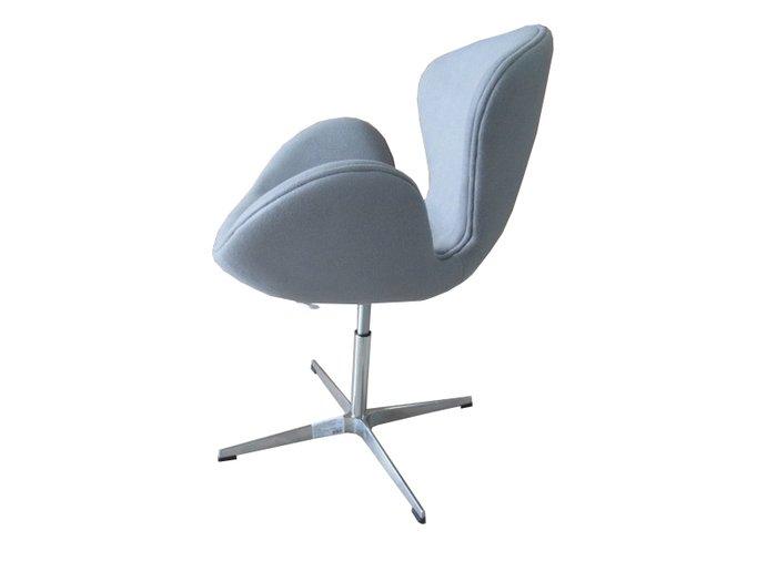 Кресло Swan Chair светло-серого цвета