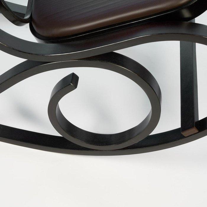 Кресло-качалка темно-коричневого цвета