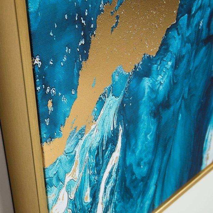 Картина Iconic picture в раме золотого цвета