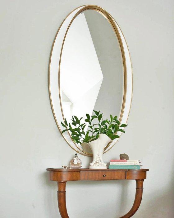 Настенное зеркало Дита в раме золотого цвета
