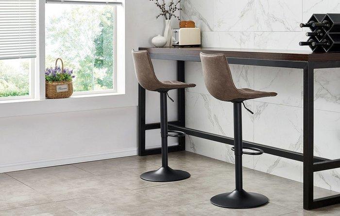 Барный стул коричневого цвета