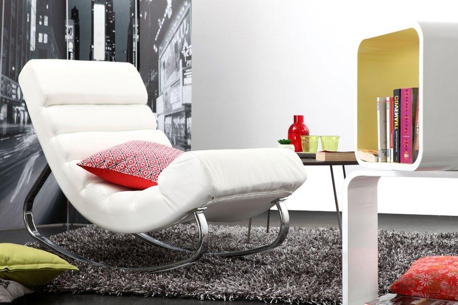 Фотография:  в стиле Современный, Декор интерьера, Квартира, Дом, Мебель и свет, Кресло-качалка – фото на INMYROOM