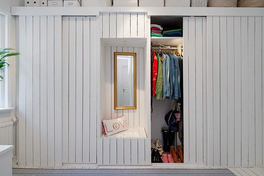 Фотография: Прихожая в стиле Скандинавский, Малогабаритная квартира, Квартира, Швеция, Цвет в интерьере, Дома и квартиры, Белый – фото на INMYROOM