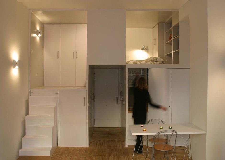 Фотография: Кухня и столовая в стиле Современный, Малогабаритная квартира, Квартира, Цвет в интерьере, Дома и квартиры, Советы, Белый, Мебель-трансформер – фото на INMYROOM